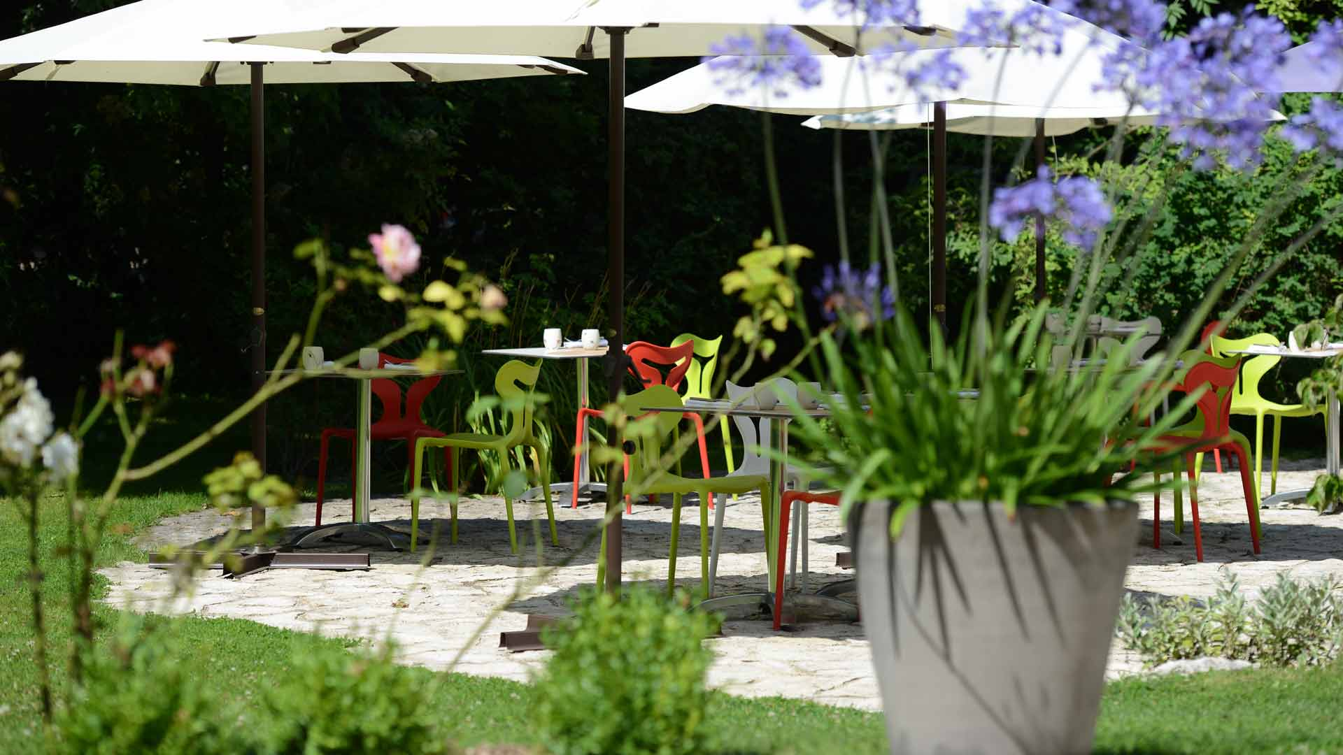 H tel le jardin des plumes stouring in france for Restaurant le jardin morat