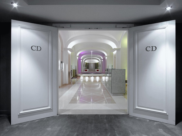 the dior institut plaza ath n e stouring in france. Black Bedroom Furniture Sets. Home Design Ideas
