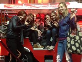 Groupe de Femmes dans un e-Tuk-Tuk à Paris