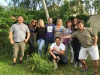 Groupe de randonneurs dans le jardin de Martine à Vernon