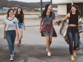 Soirée Jeu de Cartes et leçon d'espagnol avec Marianna et ses amies, via Stouring à Vernon-Giverny